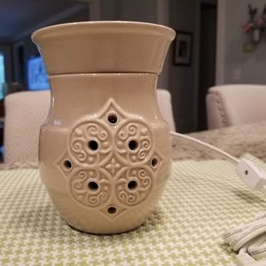 NEW SCENTSY WARMER